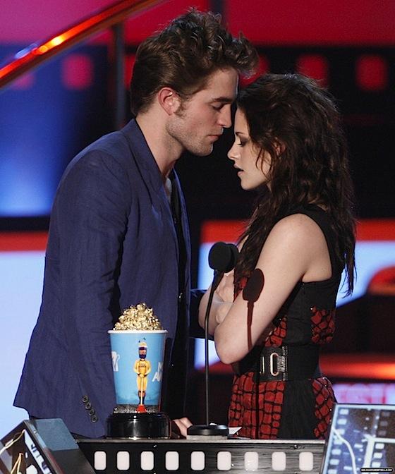 Robert Pattinson decidido a perdonar el 'estúpido error' de Kristen Stewart