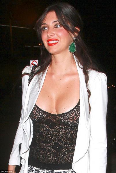 Foto: La ex novia de Luis Miguel muestra los senos