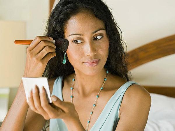 ¿Usar maquillaje adelanta la menopausia?