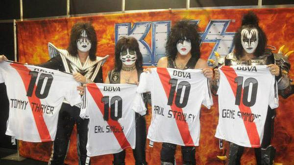 Kiss con la remera de River - Fotos