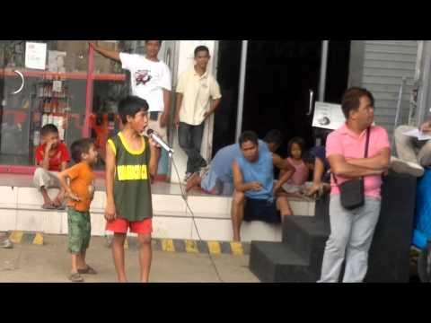 Video: Tiene nueve años, es filipino y canta igual a Whitney Houston