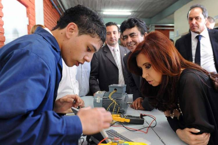 Buscan llamar a las escuelas sin nombre Néstor Kirchner