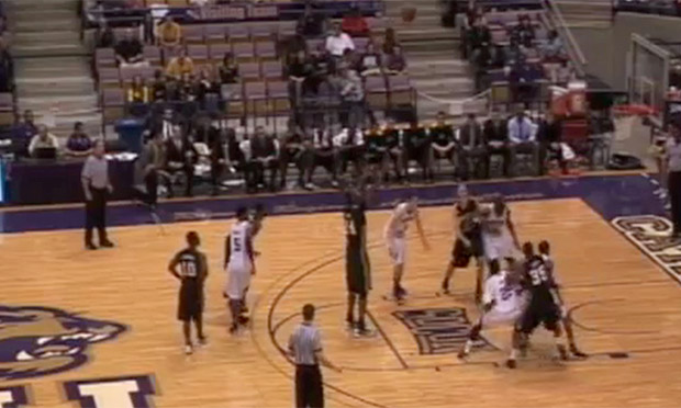 Video: El peor tiro libre de la historia del básquet
