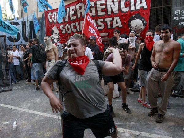 Videos: Disturbios en la Casa de Tucumán en marcha por Marita Verón