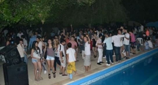 Así son las fiestas descontroladas en el predio de la universidad