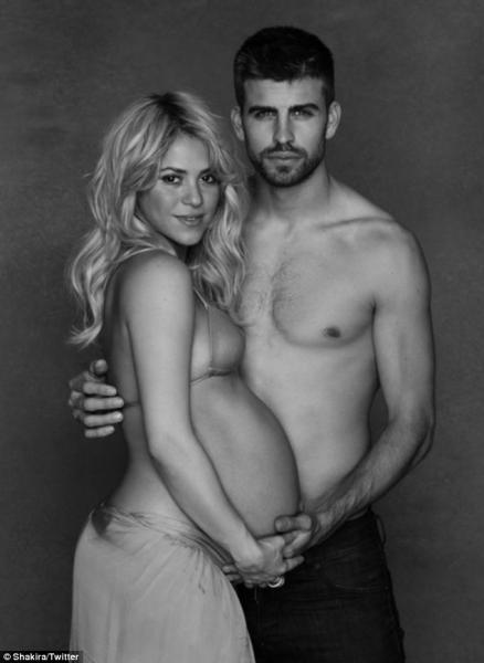 Shakira y Gerard Piqué posan juntos su embarazo - Fotos